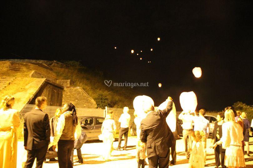 Envolée de lanternes