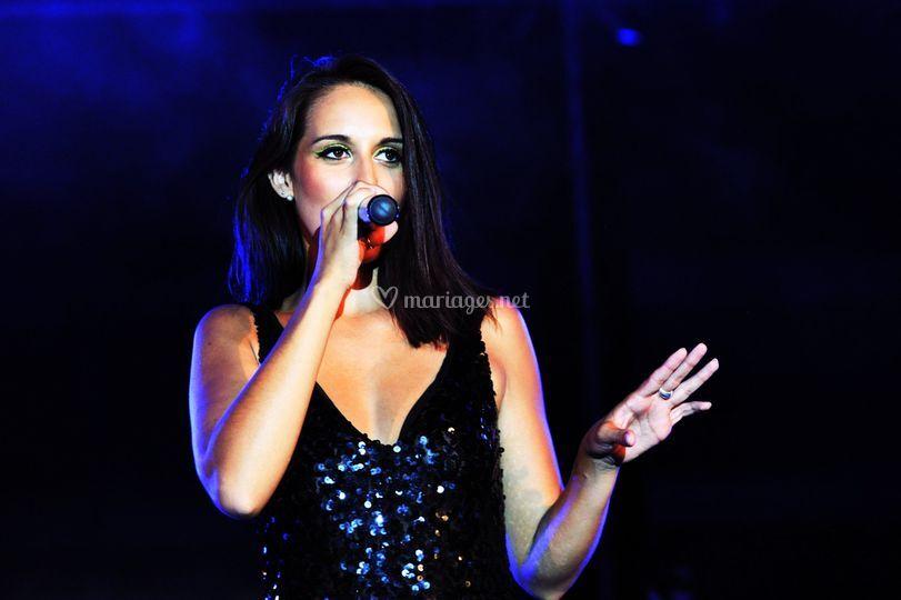 Emilie, chanteuse