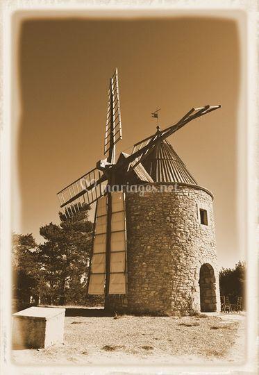 Luberon. Le moulin en sépia