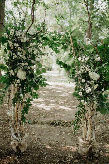Arche fleurie avec bois