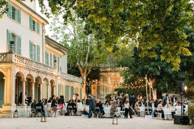 Diner devant la Bastide