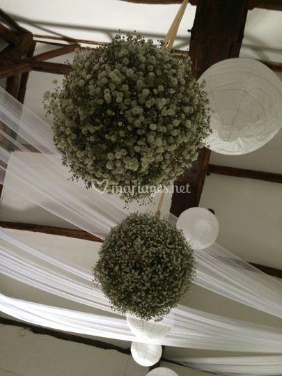 Boule de fleurs suspendue