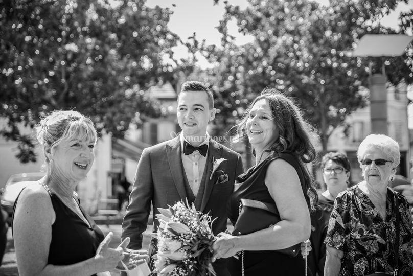 Marié et invités mariage