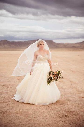 Portrait de mariée désert