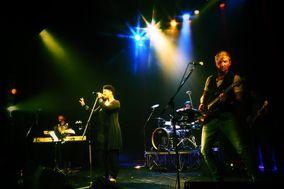 Menoosha & band