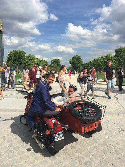 Mariage Retro Tour Paris
