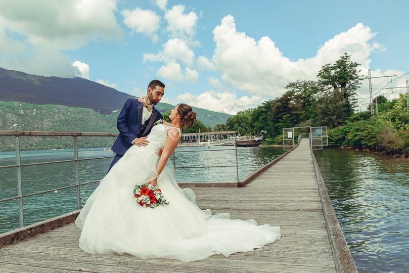 Mariés au bord du lac