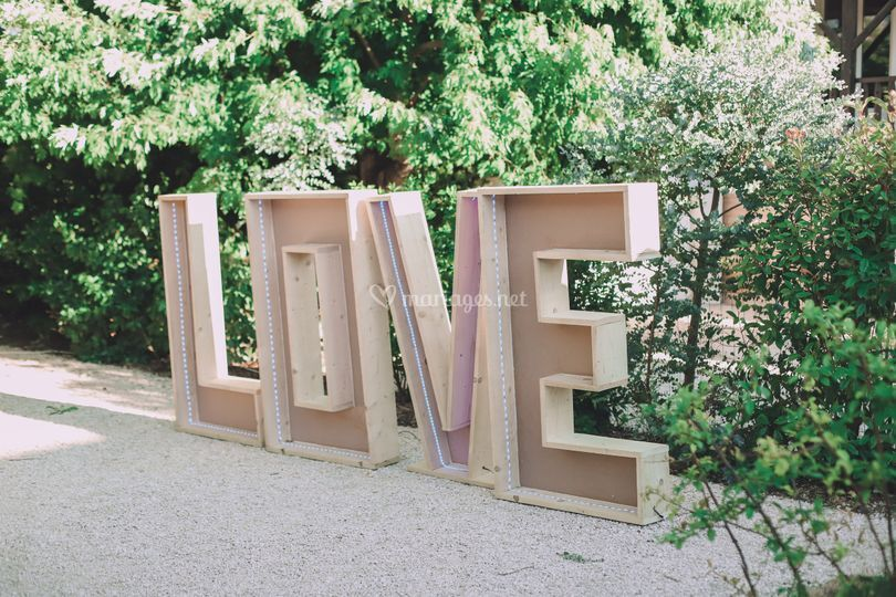 Lettre LOVE en bois