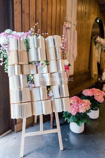 Tableau de livres fleuri