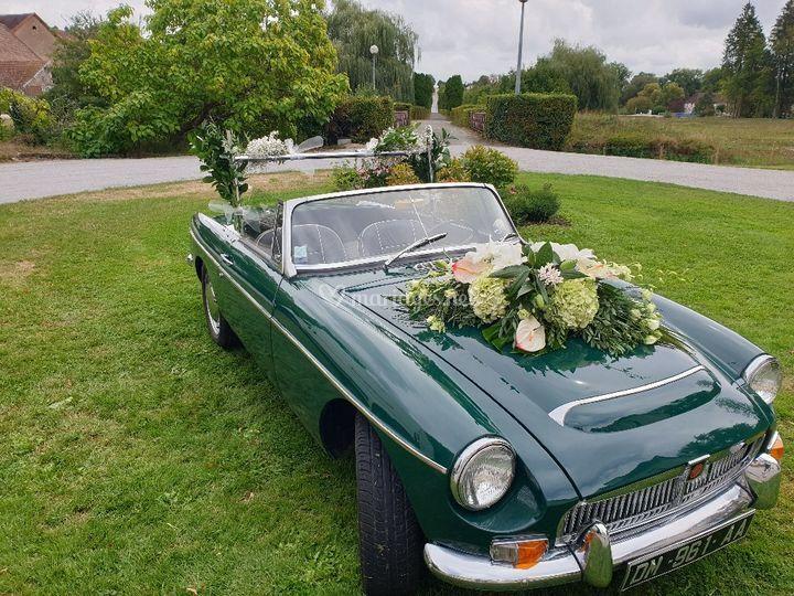 Composition florale voiture