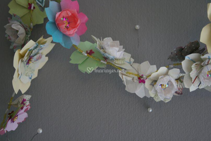 Détail guirlande fleurs