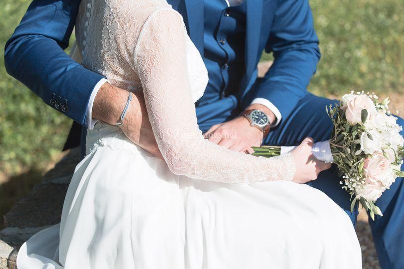 Mariés enlacés