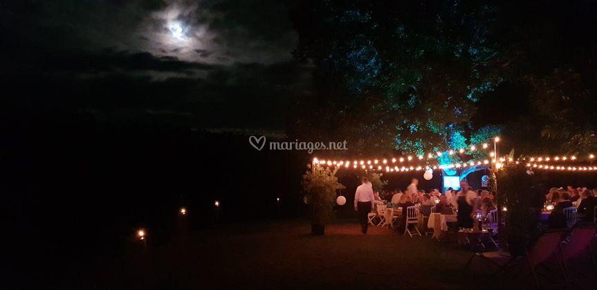 Repas extérieur lune