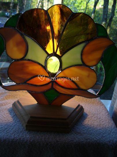 Une lampe (magie de la lumière au travers du verre)
