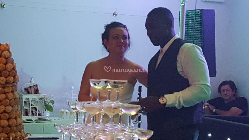 Les mariés et la pièce montée
