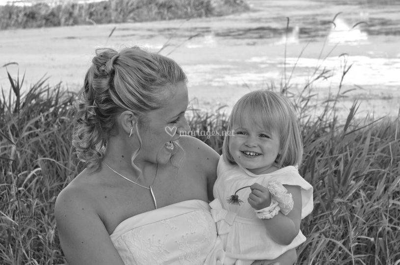 Mariée et sa petite fille