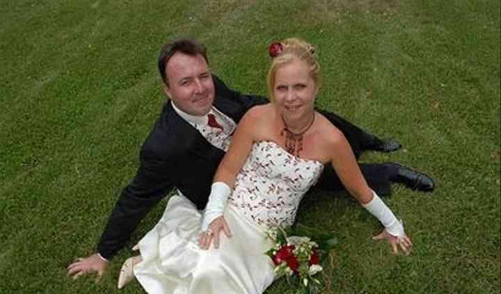 La mariée et le marié qui posent