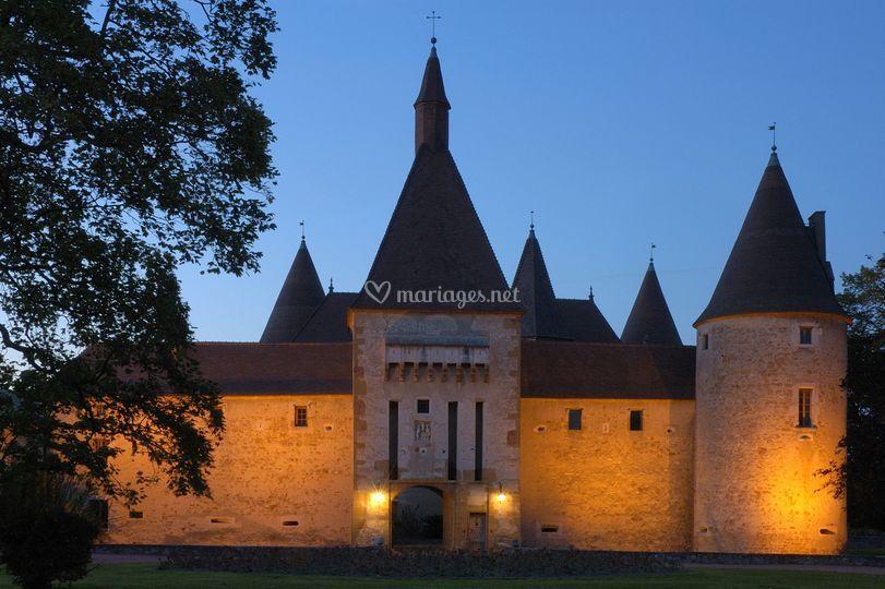 Château de Corcelles de nuit