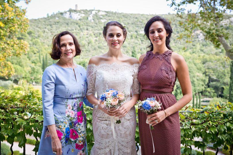 La mere et soeur de la mariée