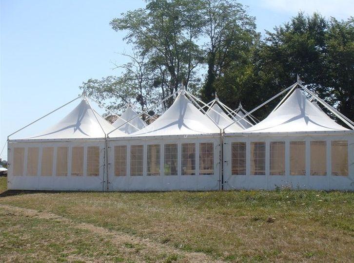 Tentes pagodes accollées
