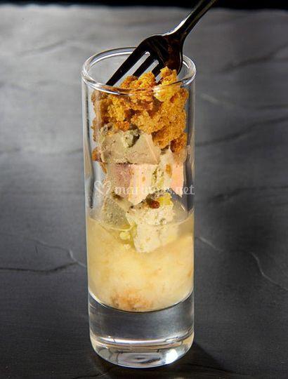Crumble de foie gras de canard au pain d'épices sur compote de poires