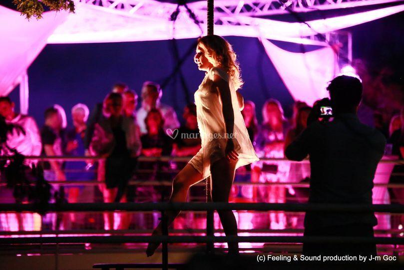 Show pole-dance
