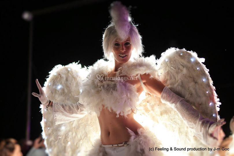 Show ange sur échasses