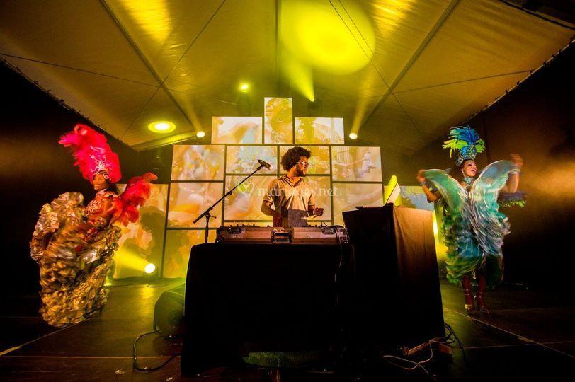 Show brésilien (DJ & danseuses