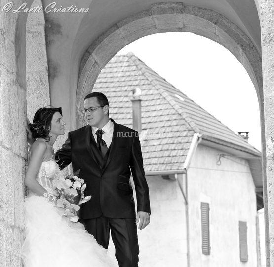 Mariés devant l'église