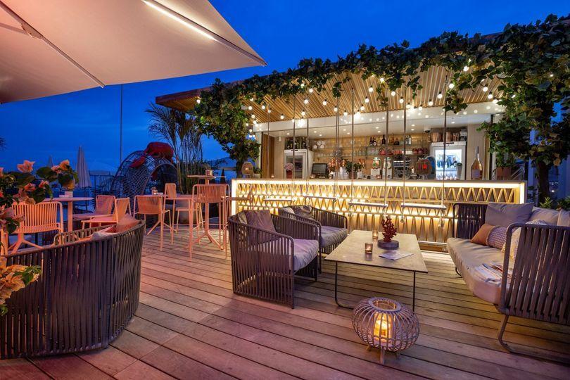 Bar extérieur sur la plage