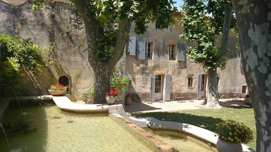 Bastide et fontaine
