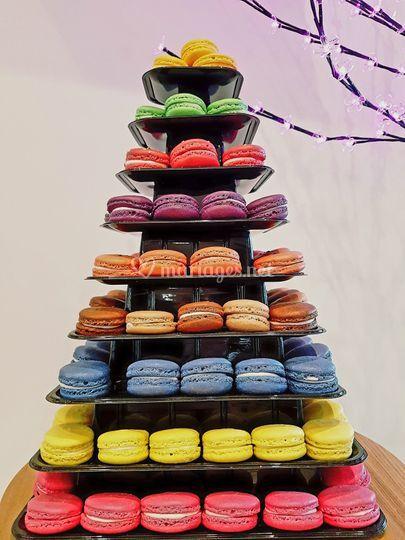 Pyramide jusqu'à 200 macarons