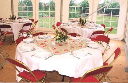 Décoration de table rouge et blanche