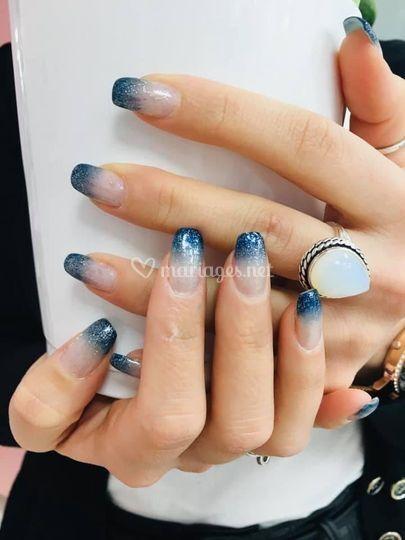 Dégradé bleu et paillettes
