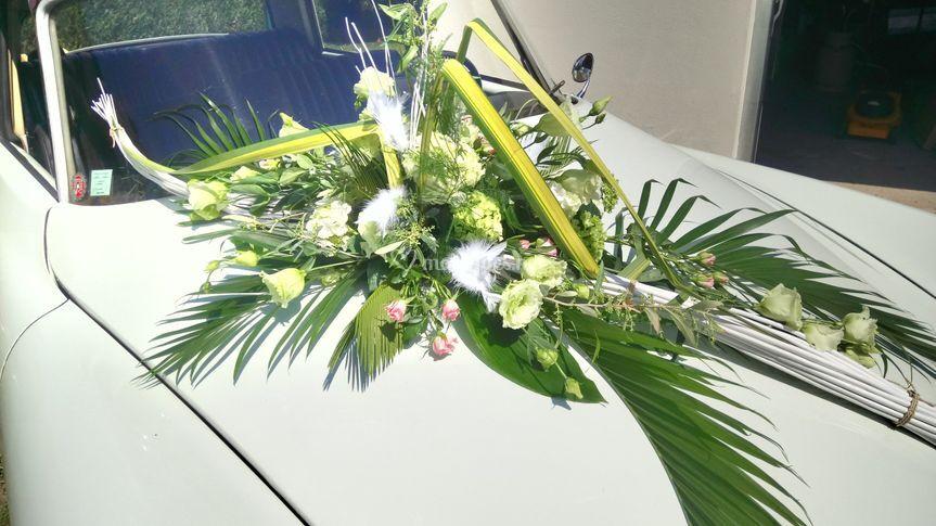 Décoration de voiture et fleur