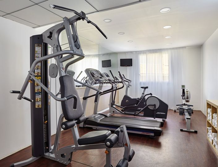 Salle de fitness à disposition