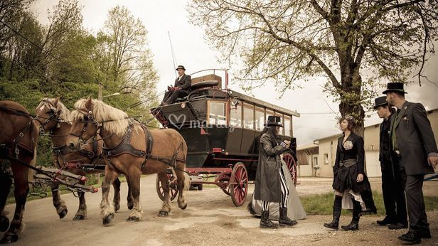 Mariage style gothique et années 20 avec omnibus.
