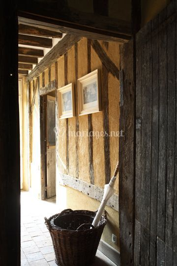 Torchis et porte ancienne