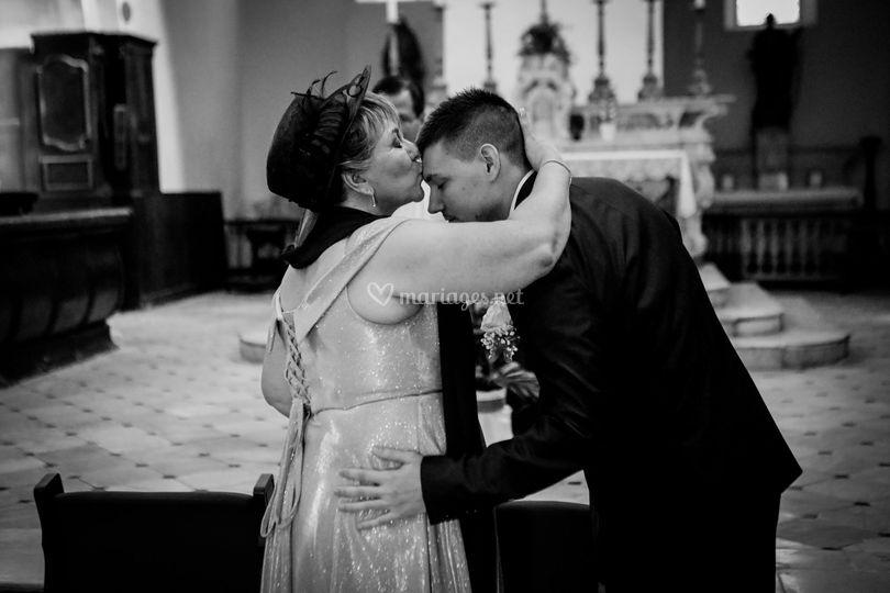 L'église , la maman du marié