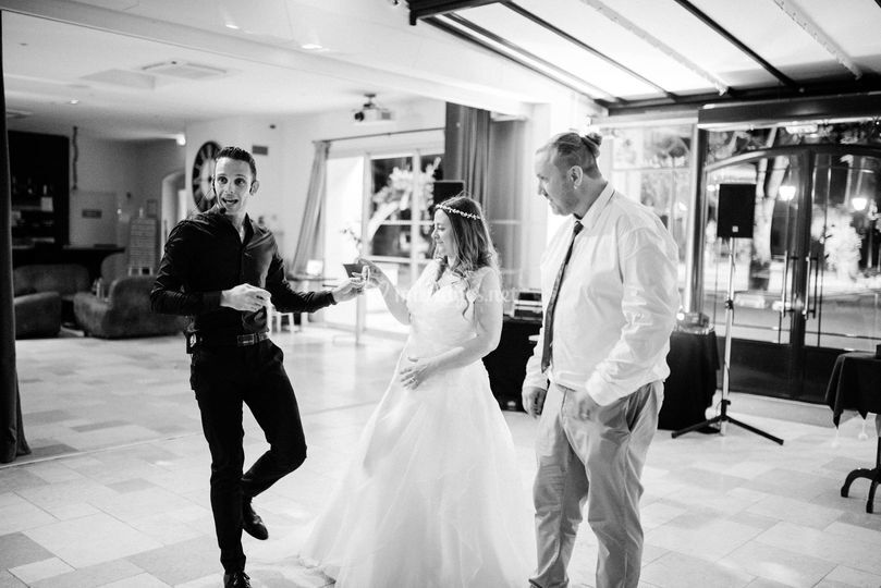 Spectacle avec les mariés