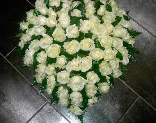 corazoin de roses blanches de au jardin fleuri photo 5. Black Bedroom Furniture Sets. Home Design Ideas