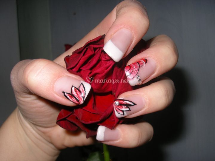 Gel look french nail art pétales