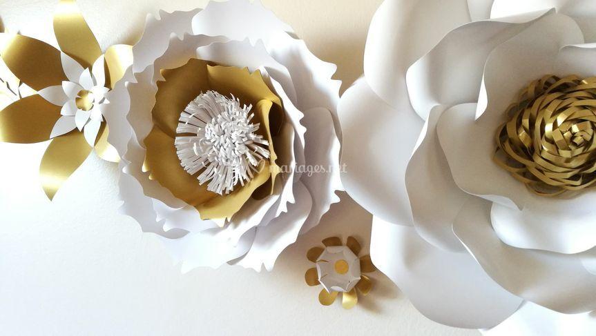 Fleurs géantes blanches et or