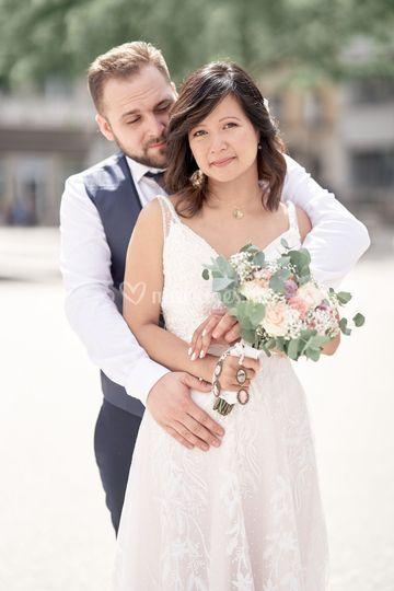 Couple devant la mairie