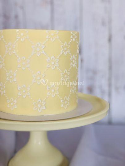 Simple, Classic wedding cake