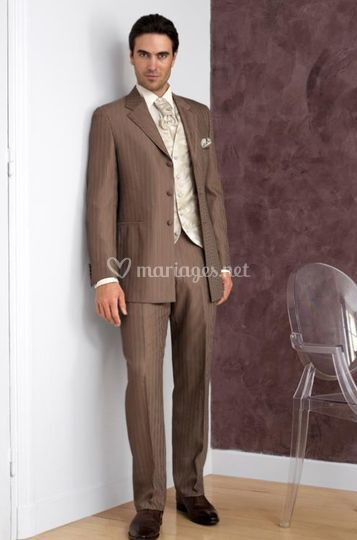 Costume de mariage marron