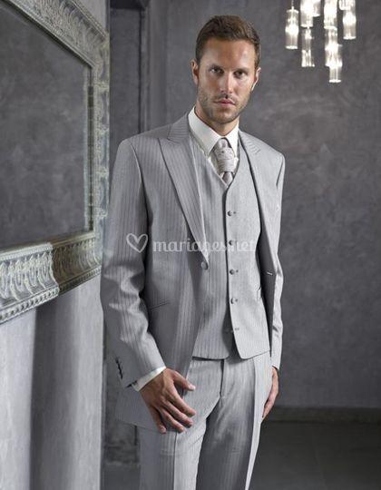 Costume de mariage gris