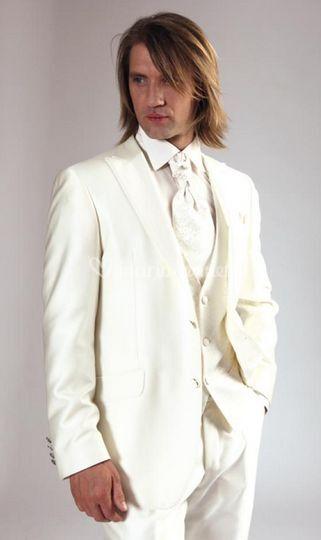 Costume de mariage blanc