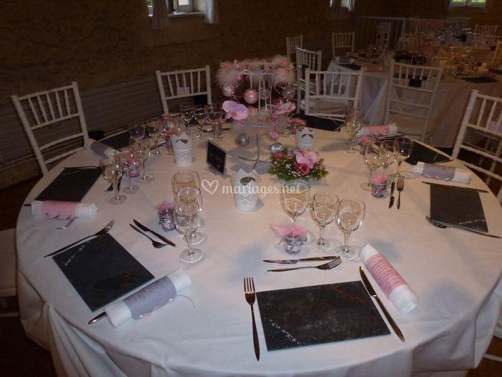 Table thème rose et gris