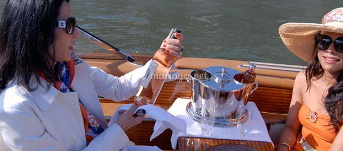 Service champagne sur la Seine